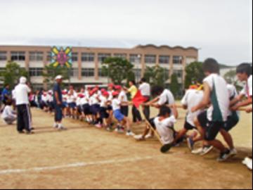 小学生・PTA・教員対生徒の綱引き