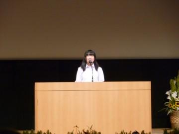 発表する 木本千晶さん クレオ大阪中央 ホール