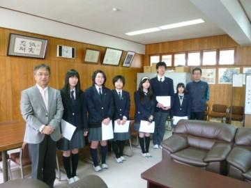 校長室で生徒会役員認証式