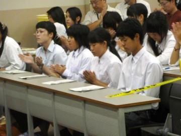 引率の松田先生と出場した生徒たち