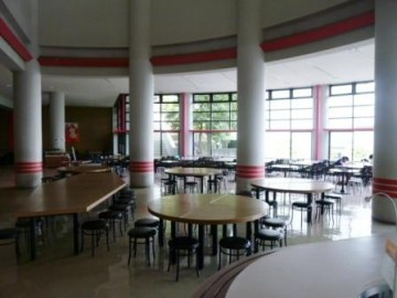 寮の食堂(昼食は誰でもとれます)