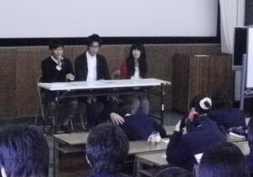 関西福祉大学学生と卒業生による講演会の様子