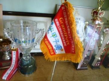 第1回観光甲子園グランプリのカップとペナント