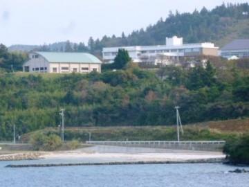 フェリーから見た島前高校