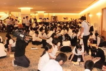 ホテル グランビア 岡山 で活動する生徒たち