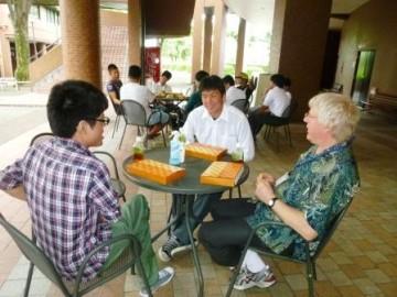 大学生、ネイティブの先生との昼食