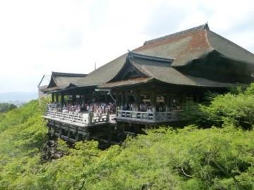 英語での観光案内の舞台となった清水寺