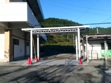 本館と体育館渡り廊下の屋根の改修