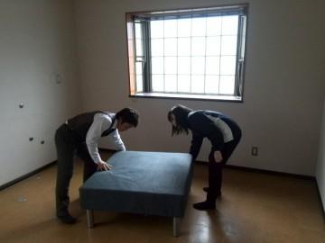 4月からの入寮生のためのベッドの設置