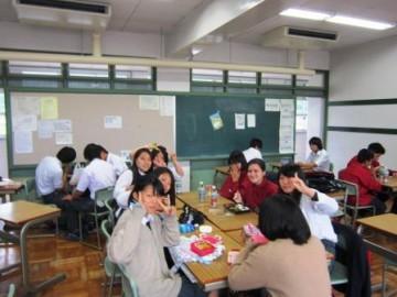 本校教室での昼食